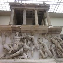 atilla_nilgun_pergamon_sunak_altari_berlin